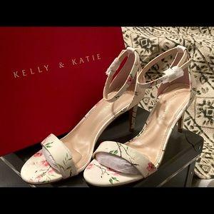 Kelly & Katie White Flower Print Sandal
